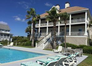 Isle of palms vacation home and pool